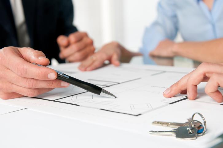 couple refinancing paperwork