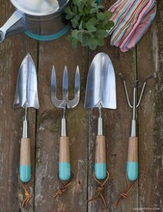 different types of gardening tools
